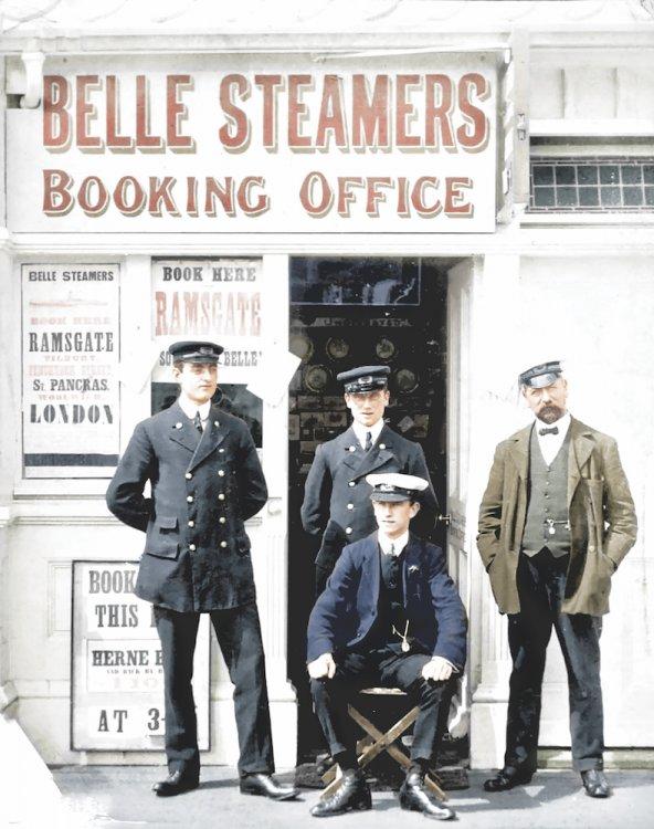 Pier & Harbour Staff c1905.jpg