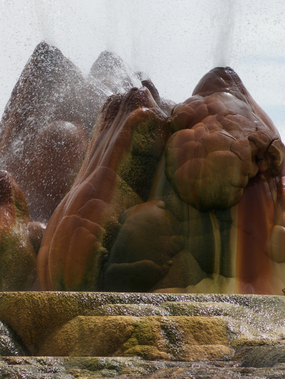 fly_geyser_2048x2732.png