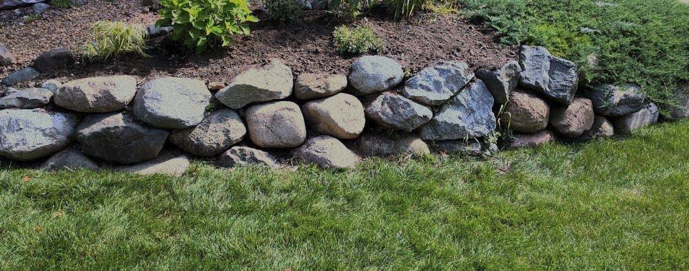 stones-2.jpg.ac025b81bb220e527189cc645011c106.jpg